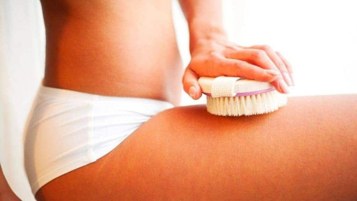 Use a dry brush to reduce cellulite